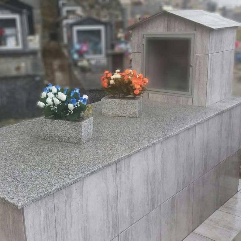 Túmulo com capela